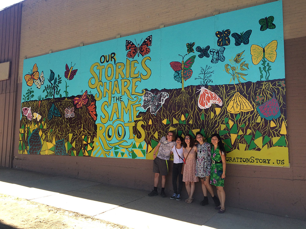 Escuela-Verd-students-and-mural-10